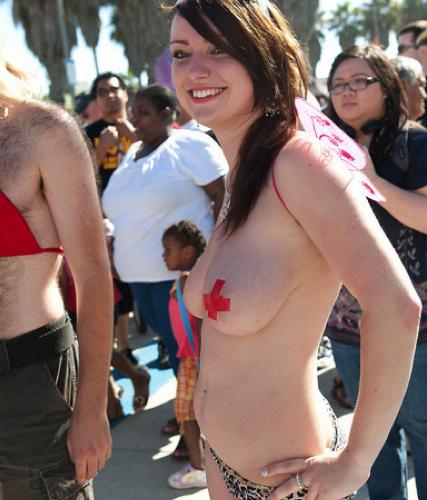 go topless day ile ilgili görsel sonucu