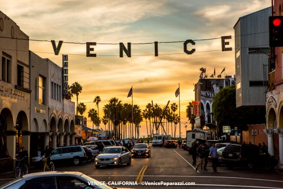 About Spanning Across Windward Avenue At Pacific The Venice Sign In Lights Is A Modern Day Replica Of One Originally Installed 1905 By S