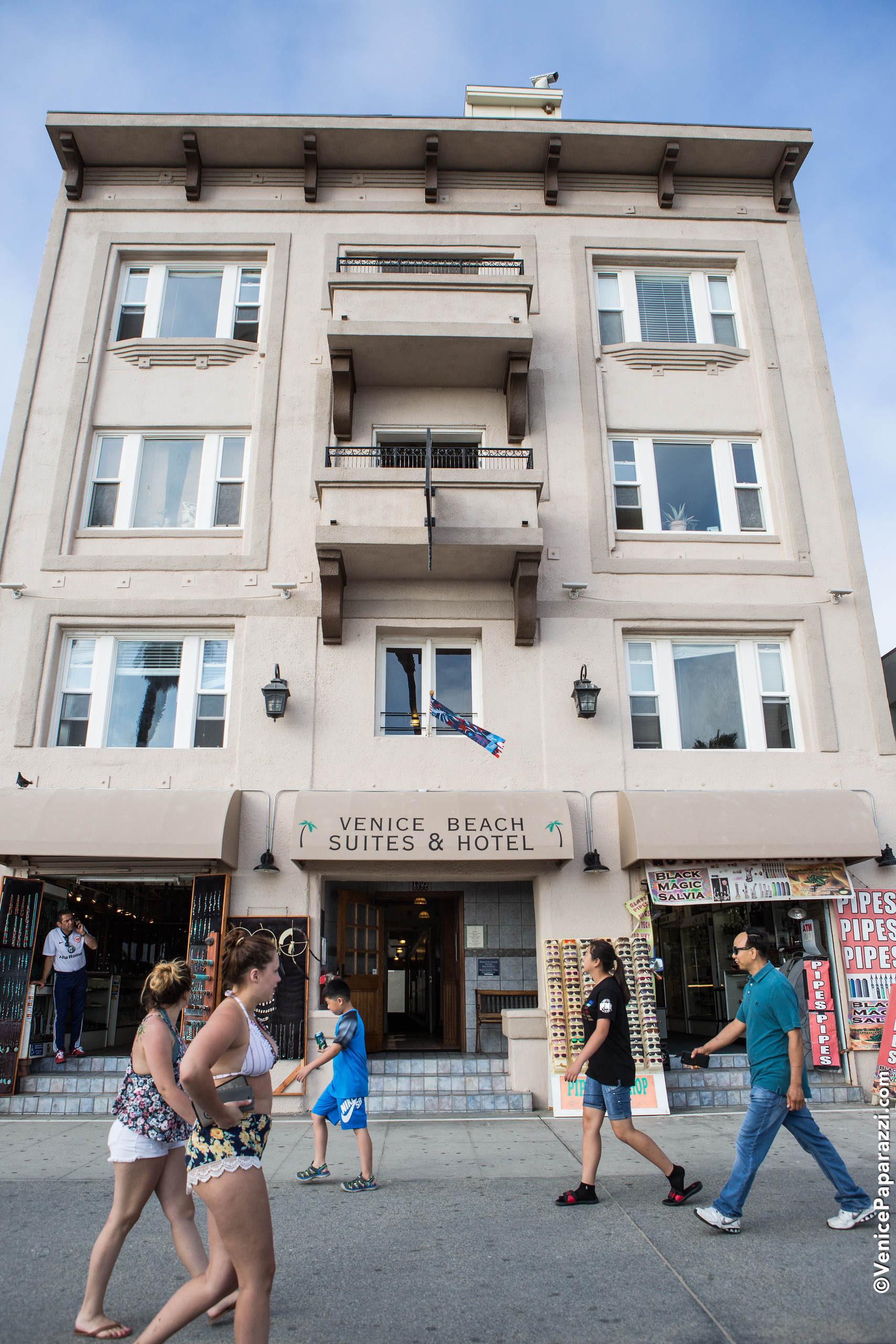 Venice Beach Suites And Hotel 1305 Ocean Front Walk Located On The Boardwalk Ca 90291